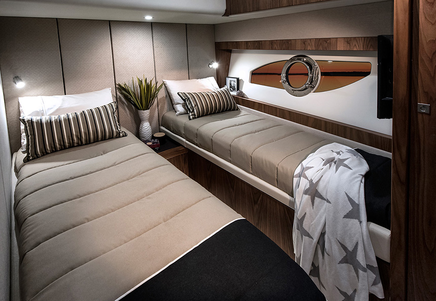 Riviera-68-Sports-Motor-Yacht-Port-Stateroom-02