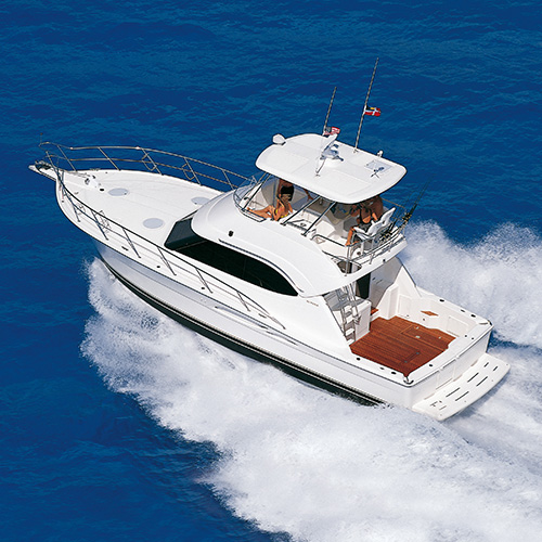 Classic Riviera 40 Flybridge - The model that redefined Riviera in the year 2000