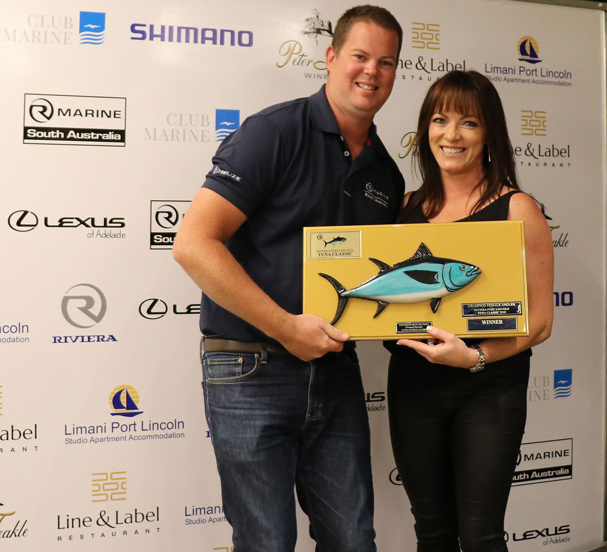 2018 Champion Female Angler Susan Czabayski received her award from Daniel Westbury.