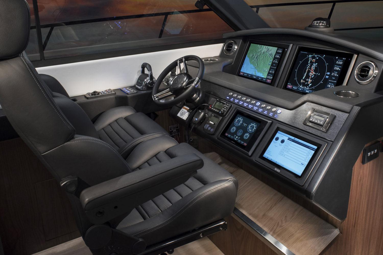 Riviera 4800 Sport Yacht Helm